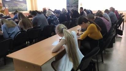 В Архангельске наградили 81 отличника «Тотального диктанта»