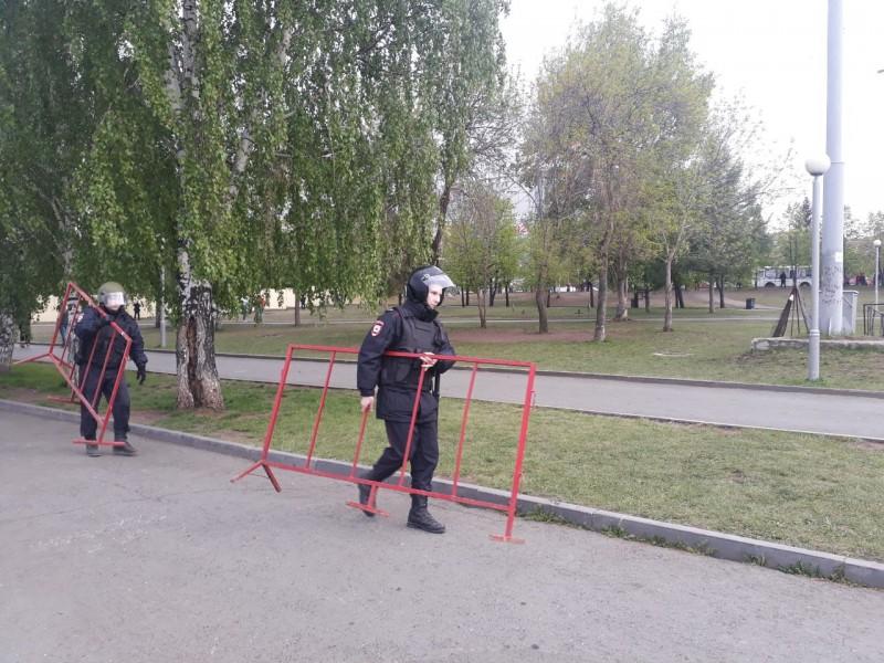 Силовики заняли сквер: онлайн с четвертого дня протестов из-за скандальной стройки в Екатеринбурге