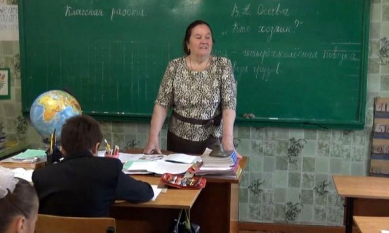 Выпускников станции Шурай Устьянского района вовзрослую жизнь провожает Валентина Казакова