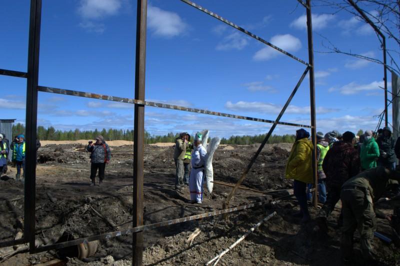 На Шиесе противники «мусорного» полигона начали демонтировать забор, которым ограждена стройка