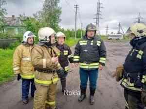 «Головни разлетались на ветру за 300 метров». Пожар на Кегострове тушили в сложнейших условиях