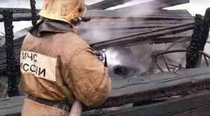 Самоотверженные действия пожарных уберегли архангельский поселок от трагедии