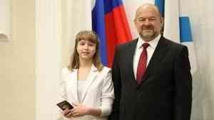 В день России юным жителям Поморья торжественно вручили паспорта