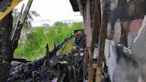 Пожаром, начавшемся с окурка, повреждены двенадцать квартир в Архангельске