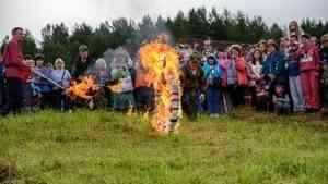 Иванов день в Кенозерье отметят гуляниями со спуском горящего колеса