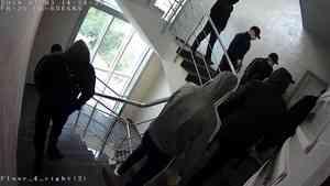 Редактор архангельского СМИ сообщил, что бизнес-центр с их офисом «навестили» неизвестные в масках