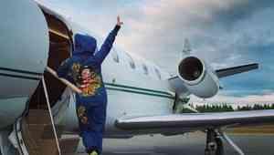 Прилетевшая на личном самолете Наташа Королёва дала концерт в Архангельской области
