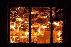 Женщина облила бензином своего сожителя и подожгла в Архангельской области