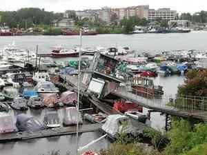 В Архангельске затопило стоянку для лодок и катеров на Комсомольской