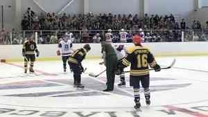 В Мирном спортсмены опробовали лед нового ледового комплекса