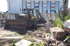 Владелец иконной лавки в Архангельске угрожал «зарубить топором» строителей