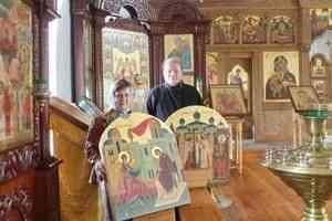 Иконы петербургского художника нашли место в иконостасе архангельского храма в Маймаксе