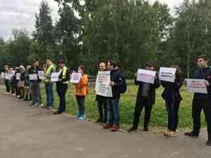 Сигнальные ленты и «Верните голоса»: архангелогородцы вышли на массовый пикет за честные выборы