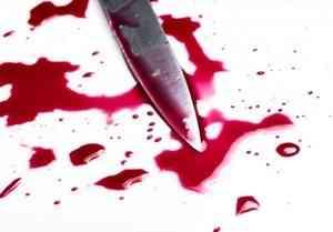 Архангельские следователи ищут злодея, ударившего ножом мужчину на остановке