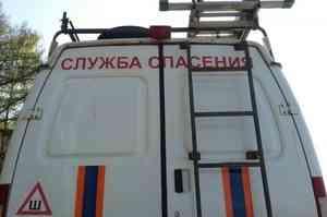 Аварийный двухэтажный дом с жильцами сошел со свай в Архангельске