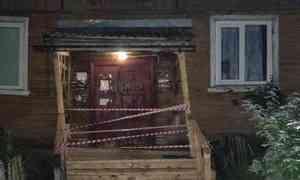 В Соломбеле сошел со свай деревянный жилой дом