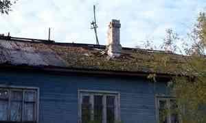 82-летняя жительница Турдеевска Нонна Аверченко уже пять лет пытается добиться ремонта крыши
