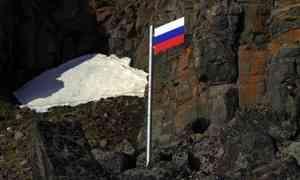 Отряд Северного флота установил флаг России всамой северной точке Евразии