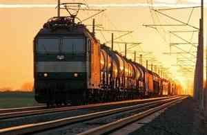 Грузовой поезд насмерть сбил 85-летнюю бабушку в Архангельской области