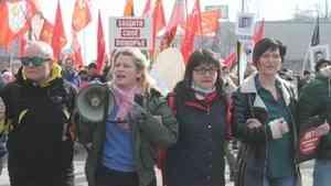 Архангельскую экоактивистку Елизавету Хатанзейскую увезли в полицию после антимусорного митинга