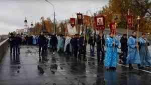 В Покров день верующие прошли крестным ходом  по улицам Архангельска