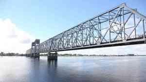 Архангельский железнодорожный мост начнут перекрывать в ночное время