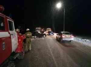 Пожарные оказали помощь женщине, пострадавшей в ДТП с автобусом