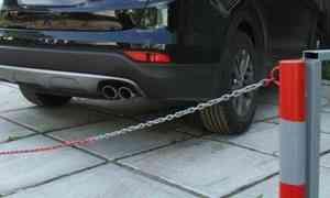Огораживать место для своей машины водворе— жлобство иправонарушение