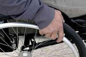 Инвалиды-колясочники Архангельска не могут заехать в низкопольные автобусы