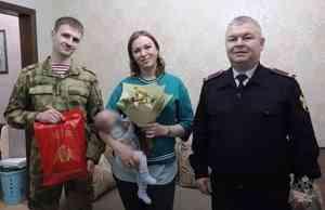 В Архангельске офицеры Росгвардии посетили многодетную семью сотрудницы вневедомственной охраны