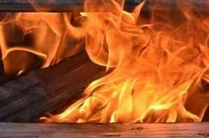 Крупный пожар со взрывом газа произошёл на складах Северодвинска