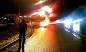 Видео: натрассе М8 вспыхнул автобус