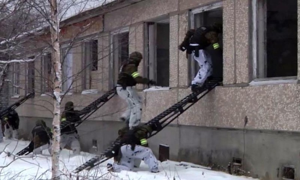 Более 400 силовиков ФСБ, Росгвардии, МЧС иСлужбы исполнения наказания приняли участие вмасштабных антитеррористических учениях