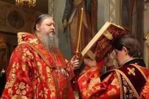 Митрополит Корнилий совершил в Ильинском соборе вечернее богослужение с акафистом Архангелу Михаилу