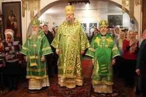 Митрополит Корнилий в сослужении двух епископов совершил Литургию в Вельске