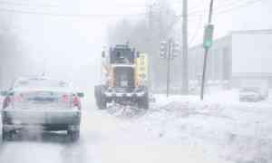 Архангелогородцев просят убрать автомобили собочин, идёт уборка снега