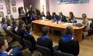 Глава Архангельска Игорь Годзиш встретился своспитанниками детского центра «Радуга»