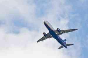 Из-за сообщения о бомбе самолет Хабаровск —Москва возвращается в аэропорт