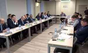 Сегодня губернатор Игорь Орлов провёл совещание с руководителями промышленных предприятий региона
