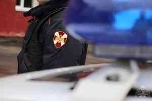 В Архангельске сотрудники вневедомственной охраны Росгвардии задержали подозреваемых в ограблении посетителя развлекательного центра