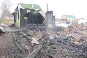 Семья в Вельском районе потеряла дом и имущество в ночном пожаре