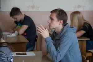 Учебный год в российских школах могут продлить до 8 июня