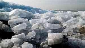 Ледоход подошел к реке Малая Северная Двина в Вологодской области