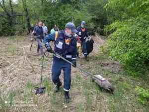 Спасатели Амурского поисково-спасательного отряда вернули барсука - беглеца в вольер