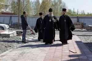 Митрополит Корнилий посетил строящийся храм в Уйме под Архангельском