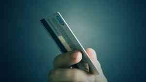Мошенники «заработали» на женщине из Вельского района десять тысяч рублей