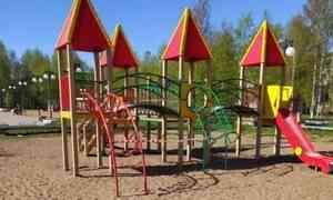 В Архангельске детские площадки решили снова оградить сигнальными лентами