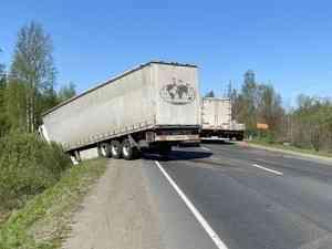 На Окружном шоссе в Архангельске частично перекрыли движение из-за ДТП с грузовиками