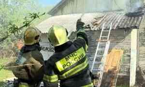 В Архангельске, в округе Варавино-Фактория сегодня горел продуктовый магазин