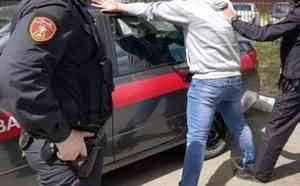 Сотрудники Росгвардии задержали архангелогородца, подозреваемого в повреждении чужого автомобиля